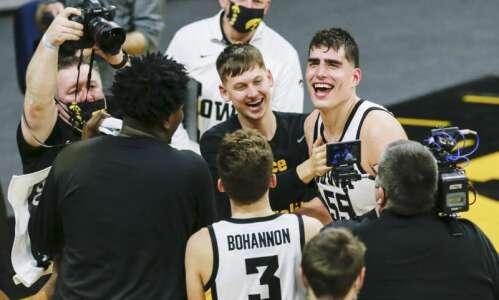 Luka Garza moves to top of Iowa men's basketball scoring…