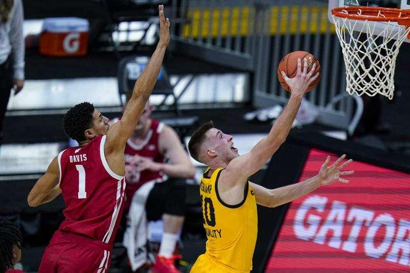 Iowa vs. Illinois men's basketball Big Ten tournament glance: Time, TV, live stream, team data