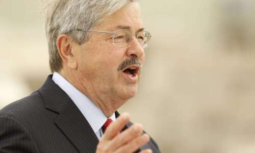 Branstad hopeful Iowa Senate will confirm department heads