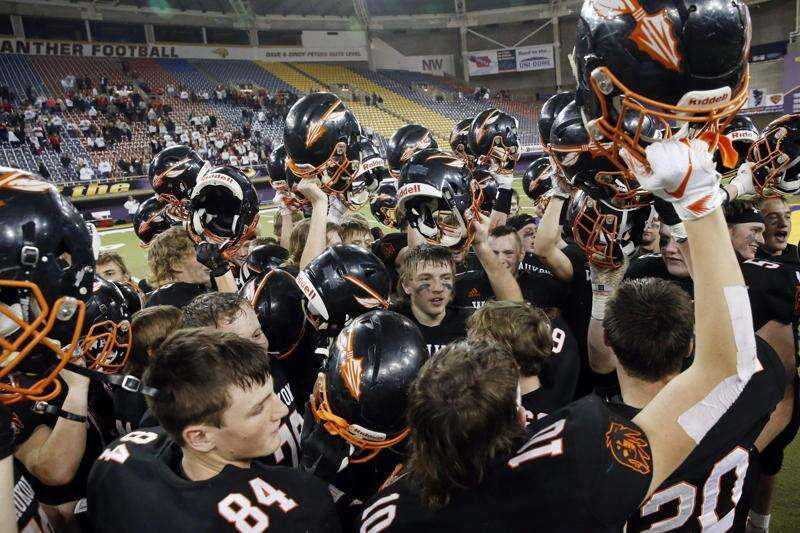 Iowa high school state football championships: TV, live stream, predictions for Friday's games