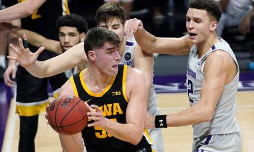 Iowa men's basketball up one spot to No. 4 in…