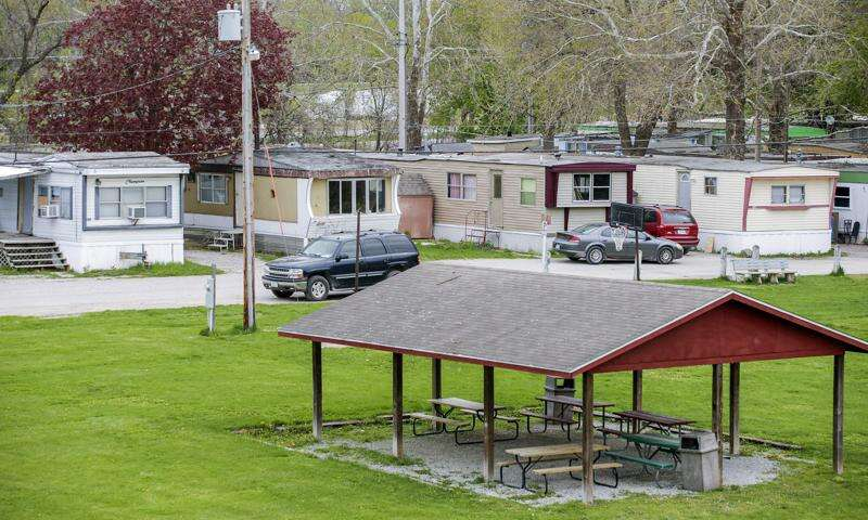 After deal with mobile home tenants, Iowa City Council advances Forest View