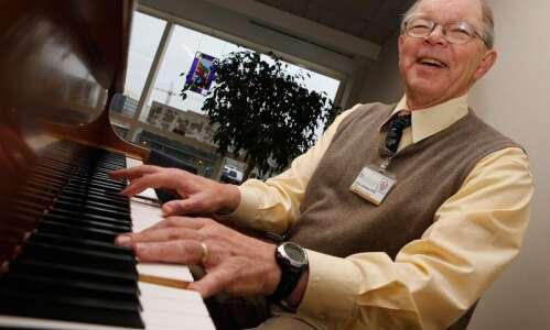 University of Iowa professor moonlights as keyboardist for Grateful Dead…