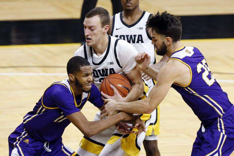 Jack Nunge inspires Iowa men's basketball in 99-58 win over Western Illinois
