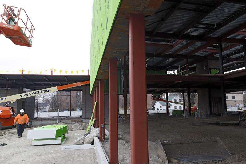 Crews plan to work through winter on Linn County Public Health building