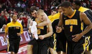 Around B1G hoops: Iowa's win, Wisconsin's week, Minnesota's tough start