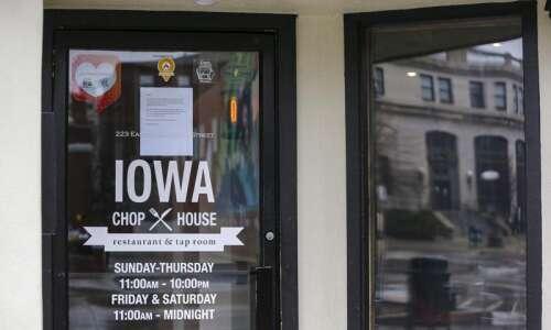 Iowa bars, restaurants 'on the precipice of collapse'