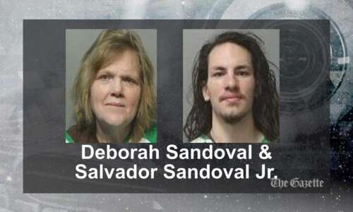 FBI arrests Iowa mother, son on charges in U.S. Capitol…
