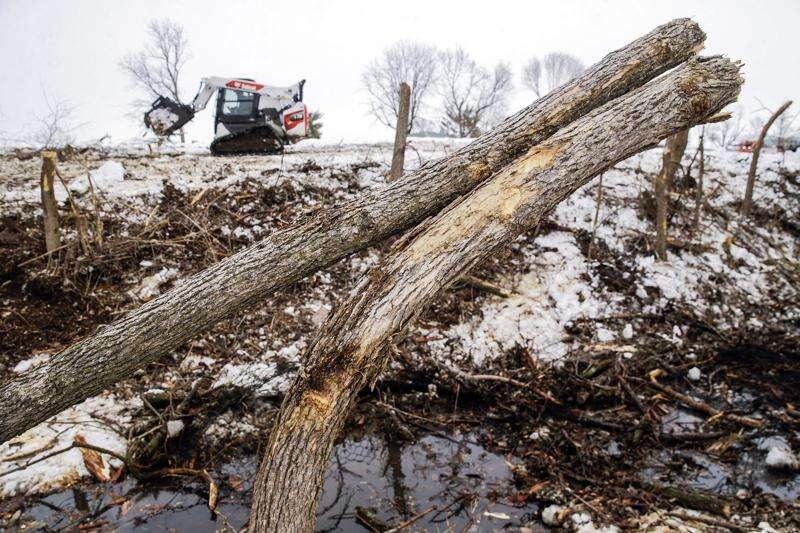 Crews pulling derecho debris from Marion waterways