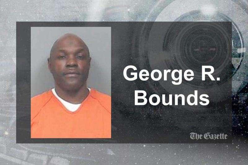 Cedar Rapids felon sentenced to over 6 years for possessing guns as drug user
