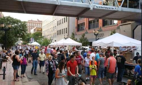 Cedar Rapids Downtown Farmers Market will remain drive-thru all summer;…