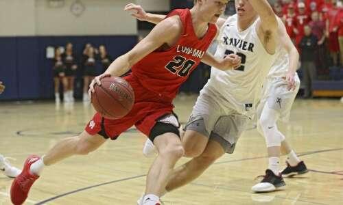 Friday's high school basketball roundup: Linn-Mar upsets No. 7 Dubuque…