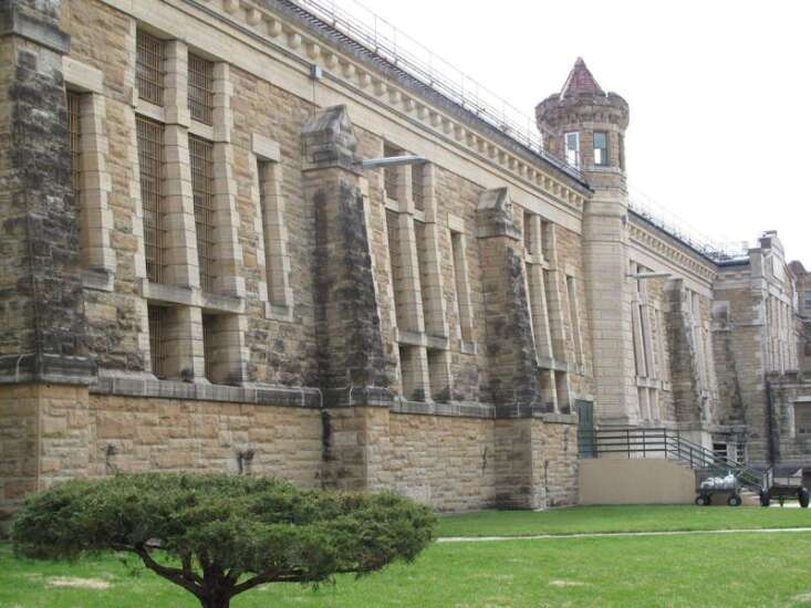 Iowa officials say 77 prisoners at Fort Madison got coronavirus vaccine overdoses