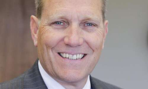 Iowa governor removes leader of nursing home for veterans