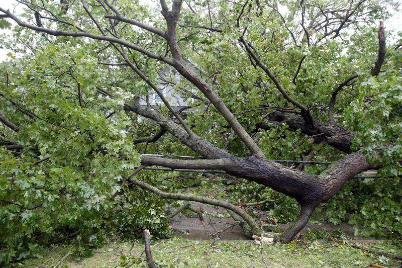 It may be 'several days' till power is restored in Eastern Iowa, officials say