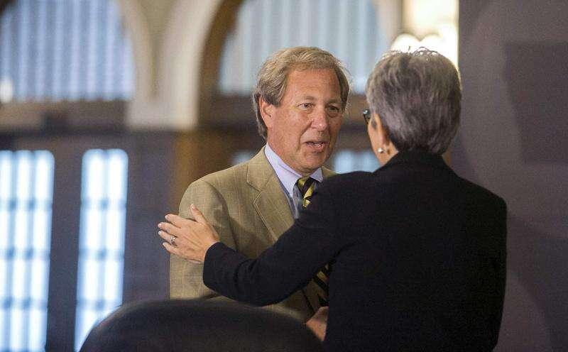 Branstad tells UI faculty to 'calm down' over Harreld hire