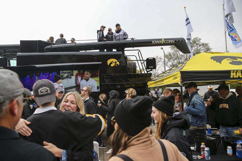 Iowa to sell beer and wine in Kinnick, Carver-Hawkeye