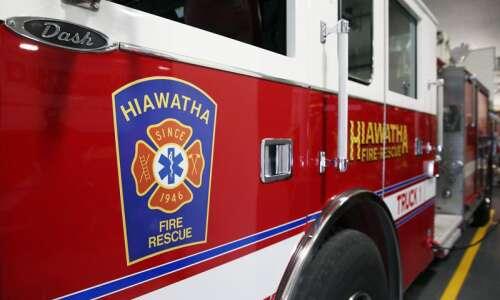 Early Thanksgiving Hiawatha blaze displaces 5 residents