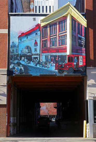 Newstrack: Murals and more