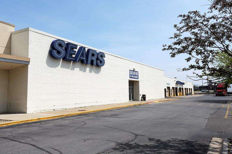 Lindale Mall Sears, last in Corridor, to close