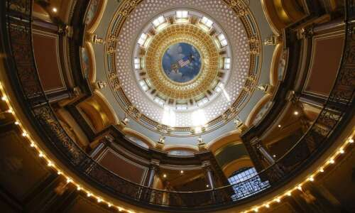 Democrats uneasy over redrawing Iowa election districts