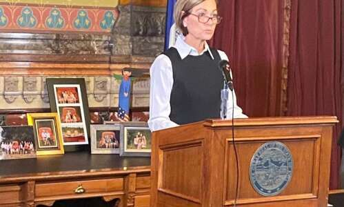 Reynolds says election validates Iowa's COVID-19 response as she urges…