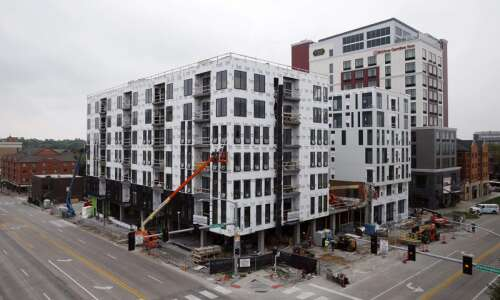 After Iowa City fire, Hieronymus Square condos, hotel shoot for…