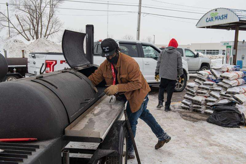 Cedar Rapids' Willie Ray's Q Shack takes barbecue to Texas to lend a helping hand