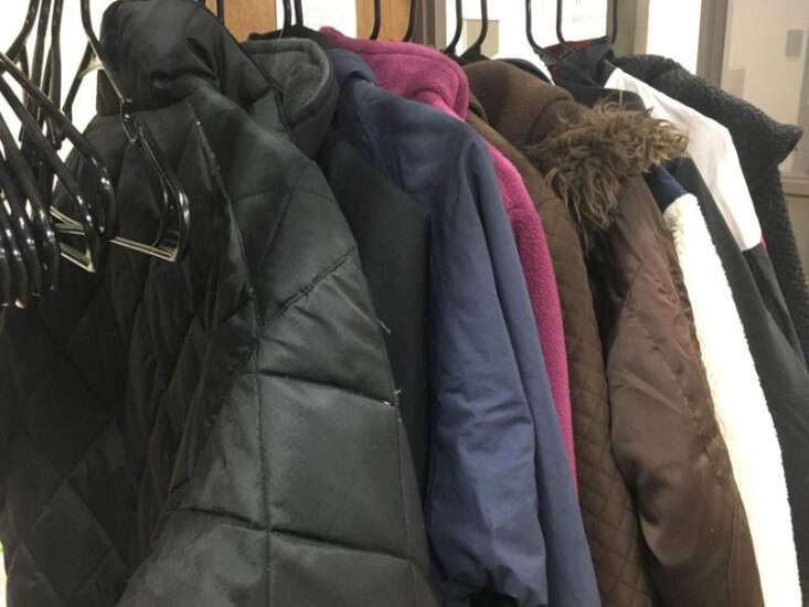 Washington Public Library giving out free coats, mitten tree collection to begin soon
