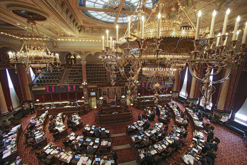 Iowa lawmakers eye changing jobless benefits