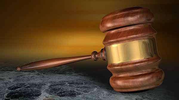 Jury acquits Iowa teacher, coach of assaulting student