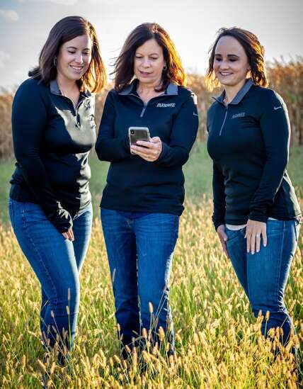 Iowa entrepreneurs develop Farmmee app to connect farmers to services