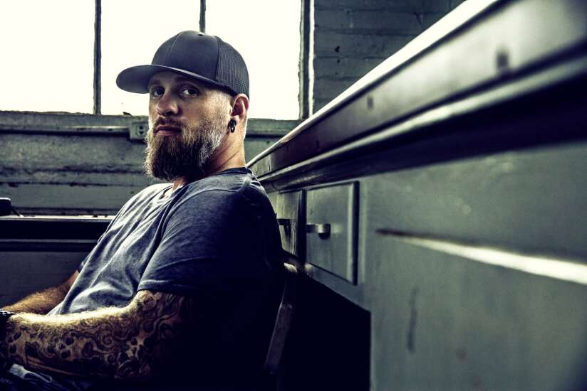 Brantley Gilbert singing a new song about life