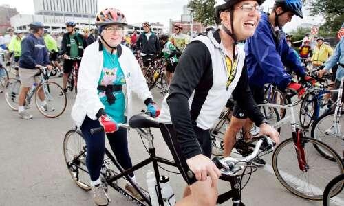Mayor's Bike Ride a Labor Day tradition in Cedar Rapids
