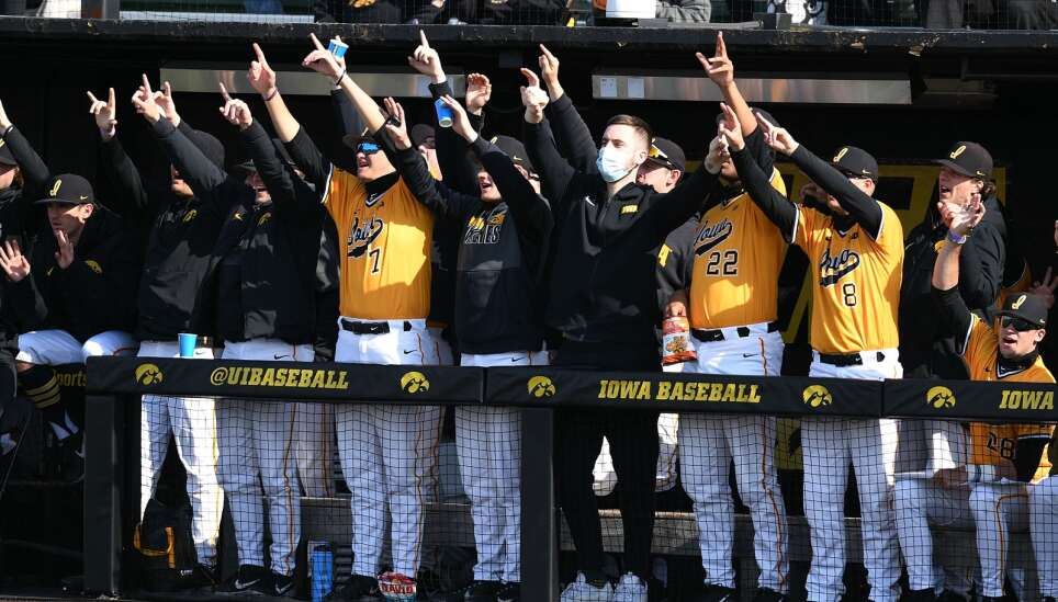 Zeb Adreon continues torrid hitting as Iowa baseball crushes Northwestern