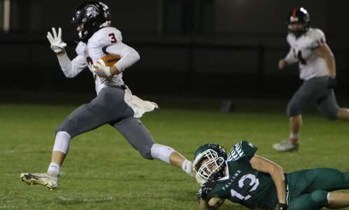 Fairfield answer to 4th-quarter tie was 3 aerial TDs