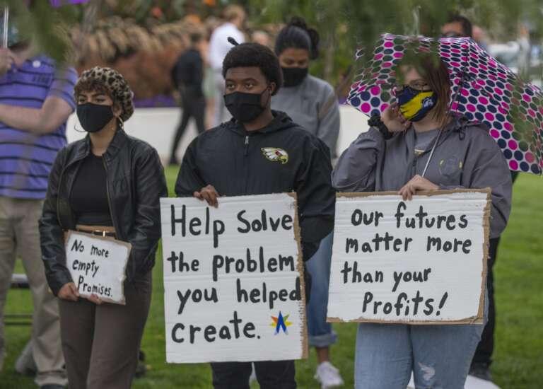 Cedar Rapids activists urge Alliant Energy to reduce carbon emissions