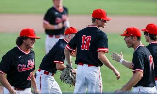 Iowa City High and Dubuque Wahlert split baseball doubleheader
