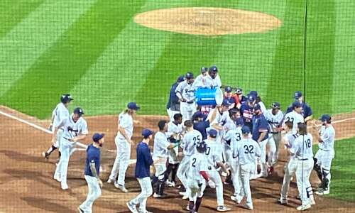 Alex Isola's walk-off homer gives Kernels win over Wisconsin