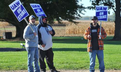 Deere and UAW return to negotiations
