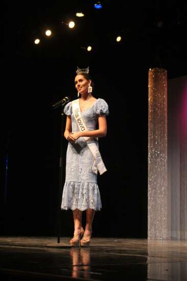 Carmen Sieren crowned Washington Fair Queen