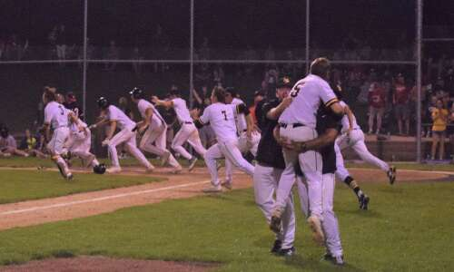 Mid-Prairie wins baseball district title with late rally
