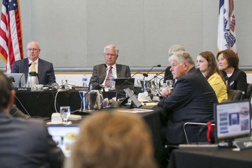 Iowa regents eye more private collaboration