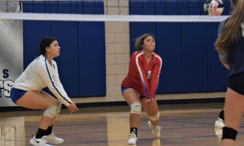 Columbus clips Louisa-Muscatine volleyball