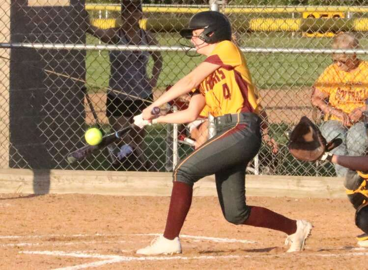 Mt. Pleasant softball drops road game at Central Lee