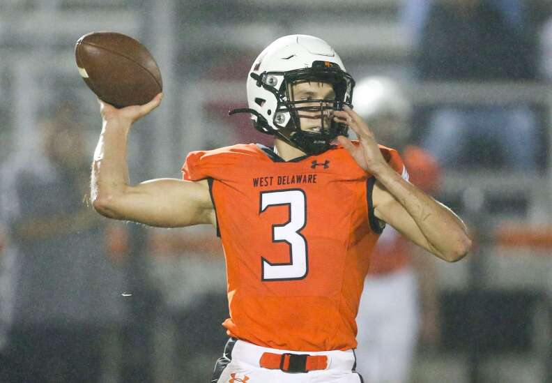 Iowa high school football: Tracking the area playoff races
