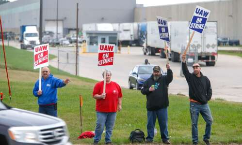Iowa lawmakers strike hopeful tone on Deere strike