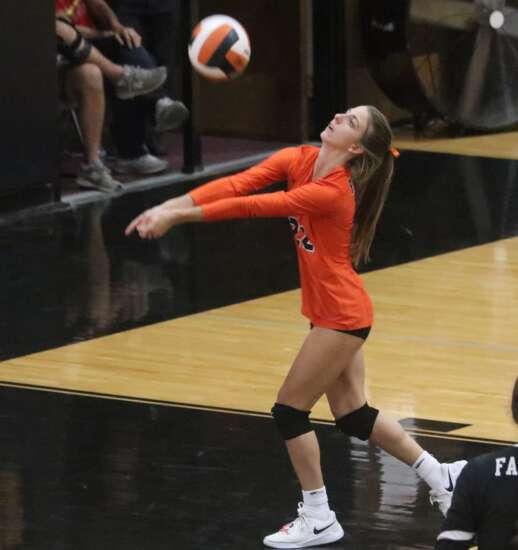 Fairfield volleyball blocks Keokuk
