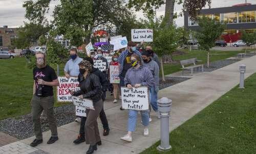 C.R. activists urge Alliant to cut carbon emissions