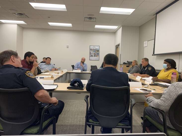 Cedar Rapids' new citizens' police review board meets for the first time